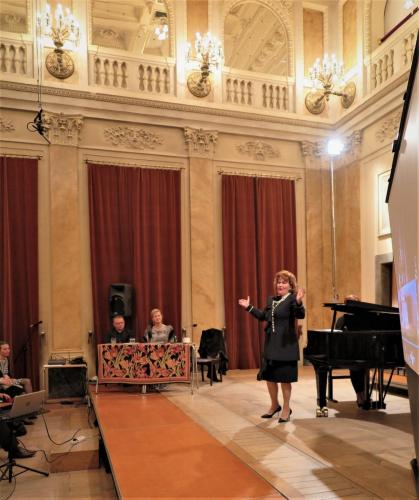 Maestra Omilian na scenie Florianki - aria Casta diva...