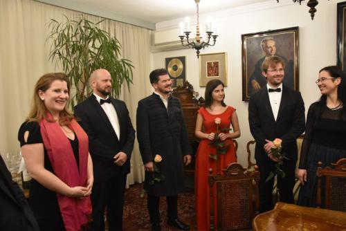 Nasi węgierscy goście wraz z tłumaczką j. węgierskiego w gabinecie Dyr. Łukasza Goika