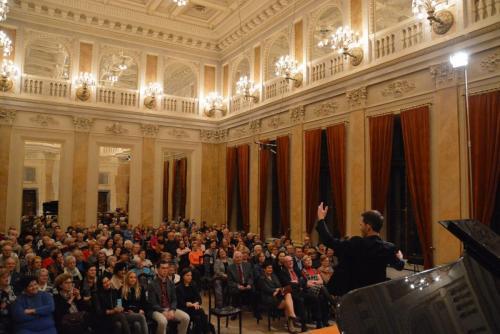 7. niezwykła interakcja Artysty z publicznością