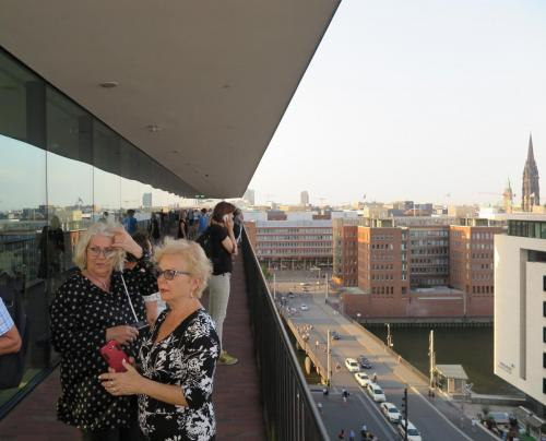 8. Uczestnicy grupy ARIa na platformie widokowej Plaza.