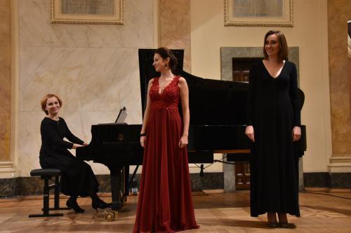 Solistki i pianistka