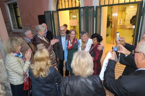 Przed wejściem dla artystów z naszą Traviatą.