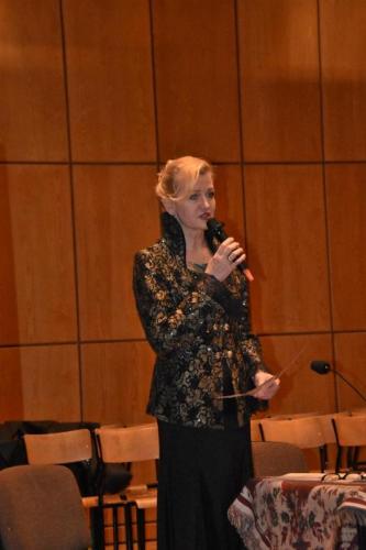 Elżbieta Gładysz wita publiczność
