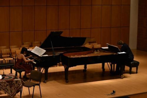 Dwoje pianistów i dwa fortepiany